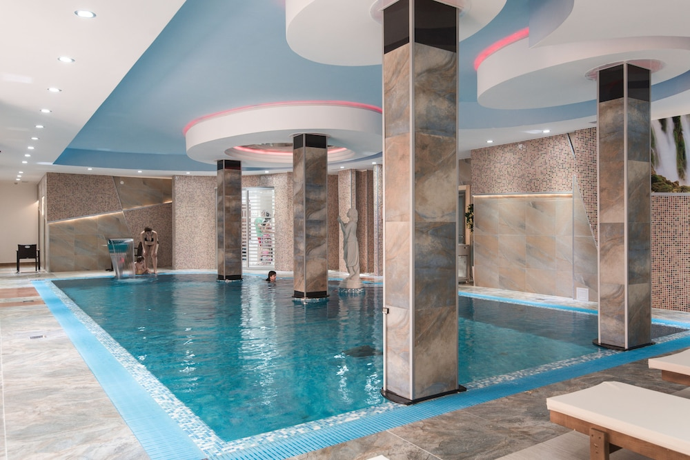 Indoor Pool, Hotel Iris