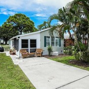 Cute Property in Sarasota Fl Close to Beach, Amenities Like Pools