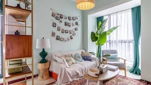 2 kamar tidur, meja kerja, tirai kedap cahaya, dan Wi-Fi gratis