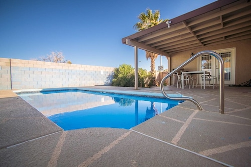Dream Cove 3 Bd 10 min From Strip w/ Pool!