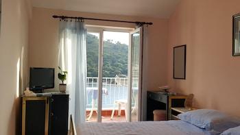 Karla Apartments
