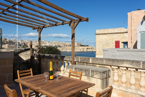 Traditional Maltese Townhouse, Roof Terrace and Views