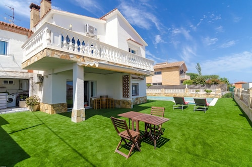 HomeHolidaysRentals Banhi - Costa BCN