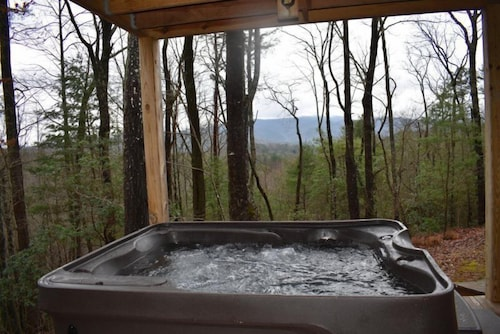 Outdoor Spa Tub, Kade`s Lodge