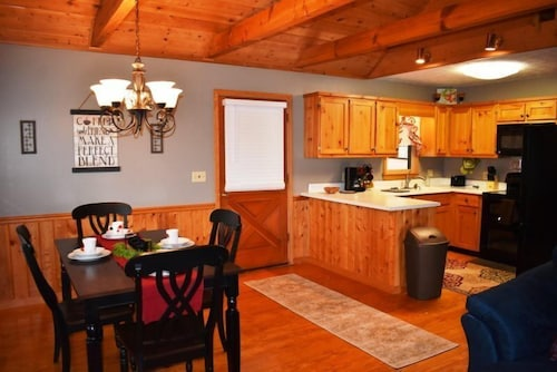In-Room Dining, Kade`s Lodge