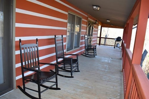 Porch, Kade`s Lodge