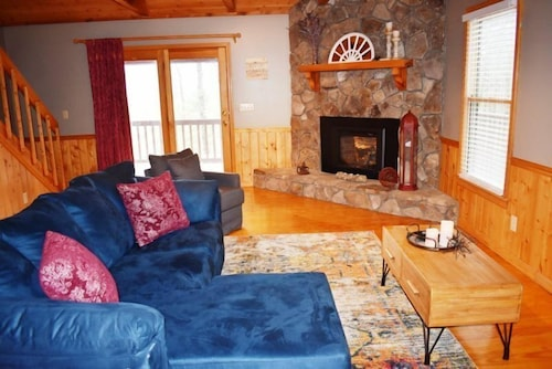 Living Area, Kade`s Lodge