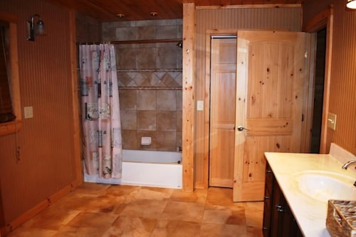 Bathroom, Kade`s Lodge