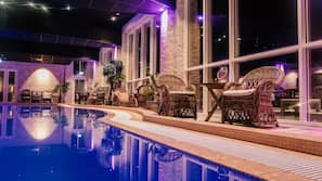 6 piscine coperte, 4 piscine all'aperto, lettini