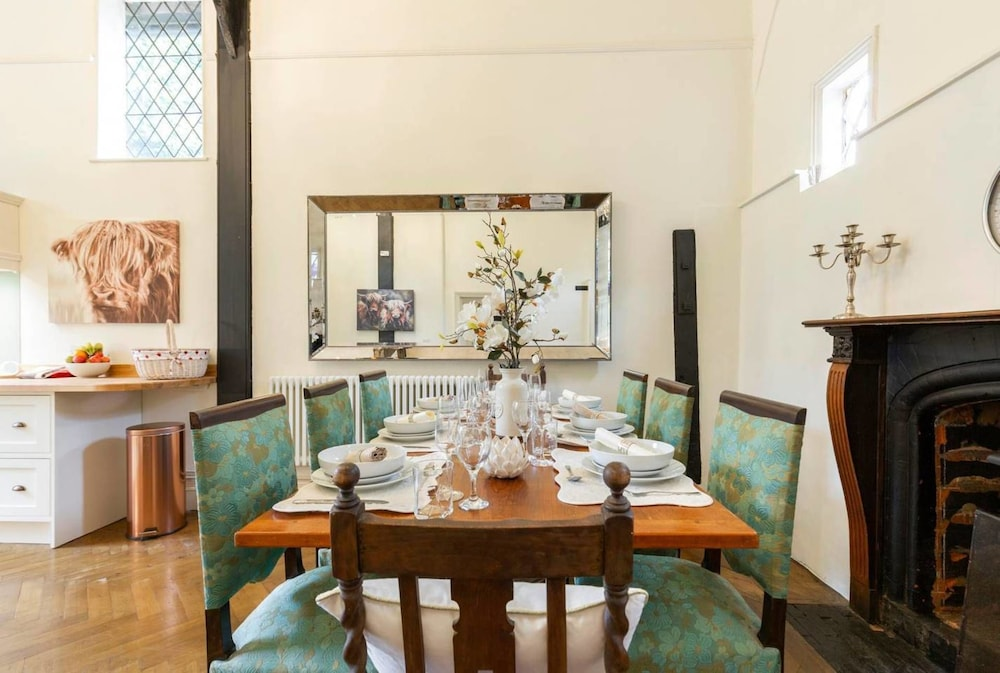 In-Room Dining, Windsor Dorney Beautiful House