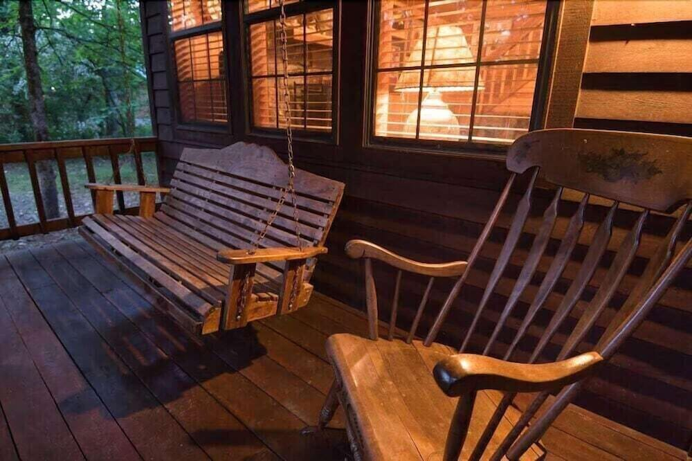Balcony, Forever And a Day Retreat - 1 Br Cabin