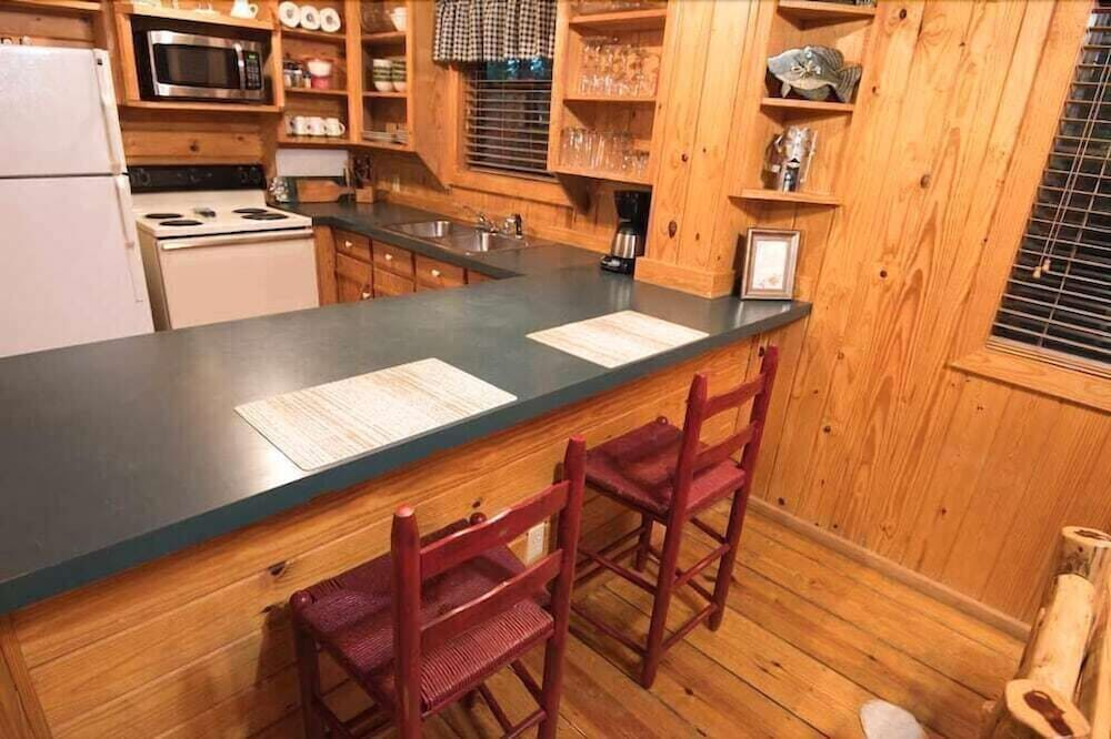 Private Kitchen, Forever And a Day Retreat - 1 Br Cabin