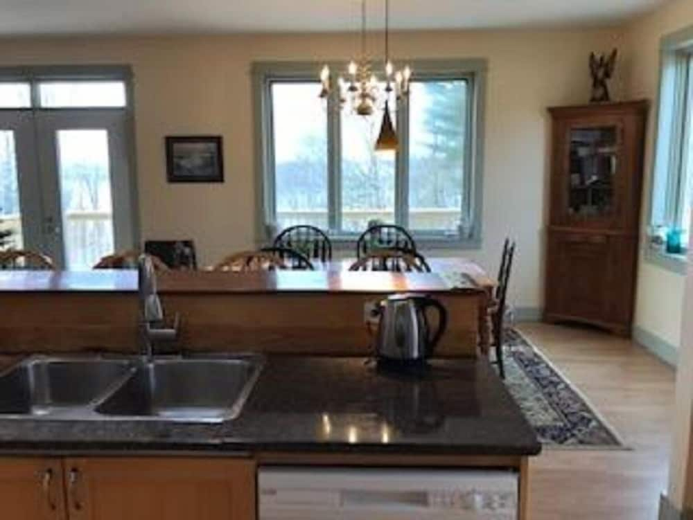 Private Kitchen, Woods Pond Cottage - Four Bedroom Home