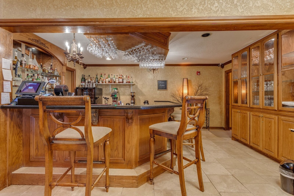 Bar, The Whispering Pines Inn Bed & Breakfast