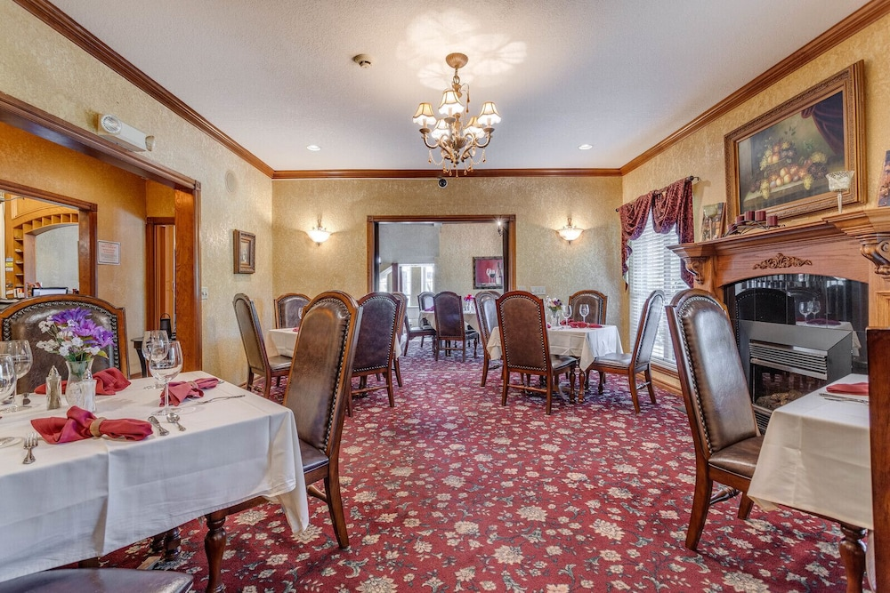 Restaurant, The Whispering Pines Inn Bed & Breakfast