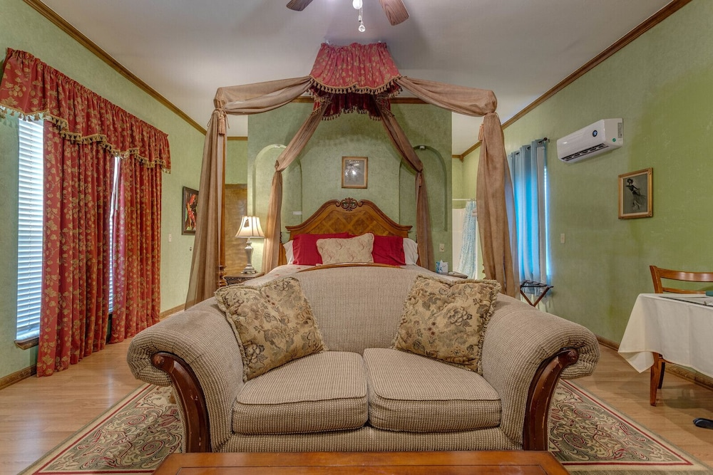 Room, The Whispering Pines Inn Bed & Breakfast