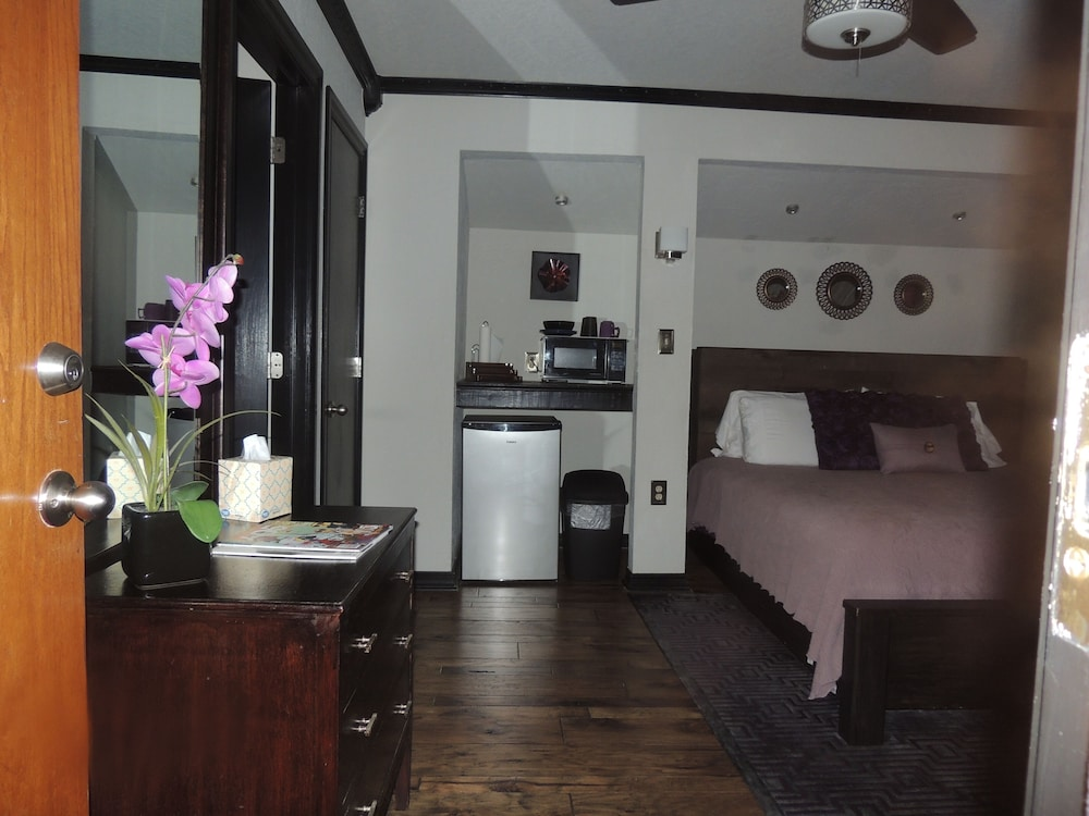 Private Kitchenette, The Whispering Pines Inn Bed & Breakfast