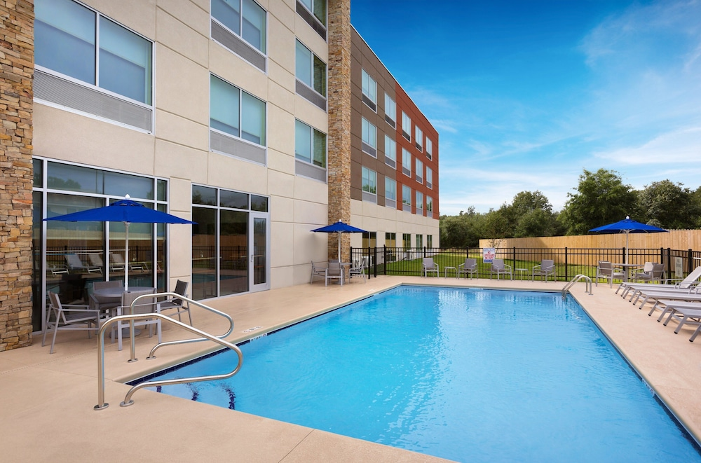Pool, Holiday Inn Express Lake Park, an IHG Hotel