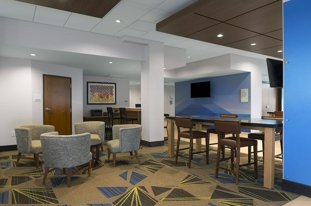 Lobby, Holiday Inn Express Lake Park, an IHG Hotel