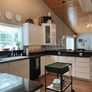 Olympic Guesthouse - Beautiful 3 Bedroom 2 Bathroom House Near Lake Crescent