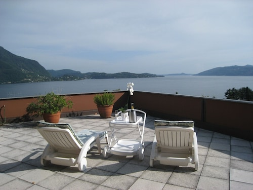 Studio With Stunning Views of Lake Maggiore, Incl. 1 PP ged