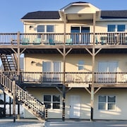 Ocean Views, EASY beach access, sleeps 15, pet friendly **Monthly Discounts**