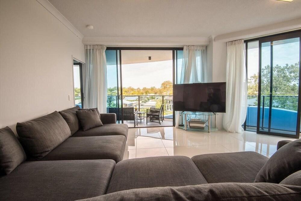 Beautiful Modern 2 Bedroom 5 Amenities Onsite Gold Coast