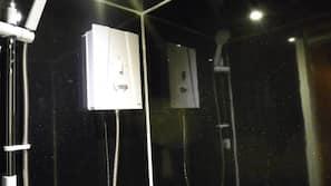 Combined shower/bathtub, deep-soaking bathtub, free toiletries