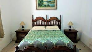 1 dormitorio, tabla de planchar con plancha, wifi y ropa de cama