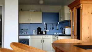Mikrowelle, Ofen, Geschirrspüler, Hochstuhl
