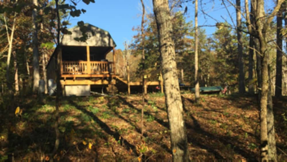 Property Grounds, Secluded Ozarks Cabin in Eminence, MO at Old Desperado Ranch