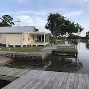 2 Bed, 2 Bath Luxury Waterfront W/ Launch Near Cocodrie / Pointe AUX Chein/houma