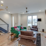 Lush Huge Beautiful Townhome TOP Floor Balcony