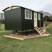 Luxury Shepherd's Hut at Templehall