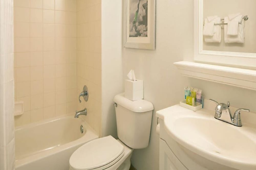 Bathroom, 2 Bedroom 2 Bath Oceanfront Square ft. - 972