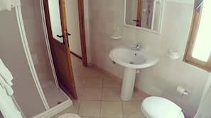 Haartrockner, Handtücher, Toilettenpapier
