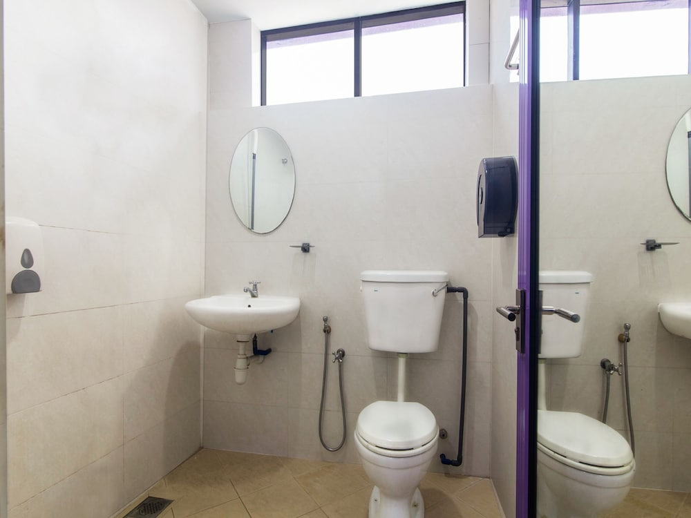Bathroom, OYO 880 Hotel Purple Town