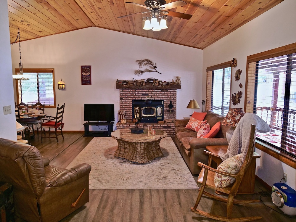 Living Room, New!!the Lodge: Family/pet Friendly, Fenced Yard, Walk to Town, Nearby Creek