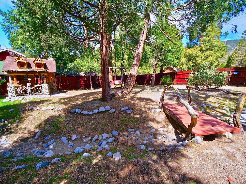 Property Grounds, New!!the Lodge: Family/pet Friendly, Fenced Yard, Walk to Town, Nearby Creek