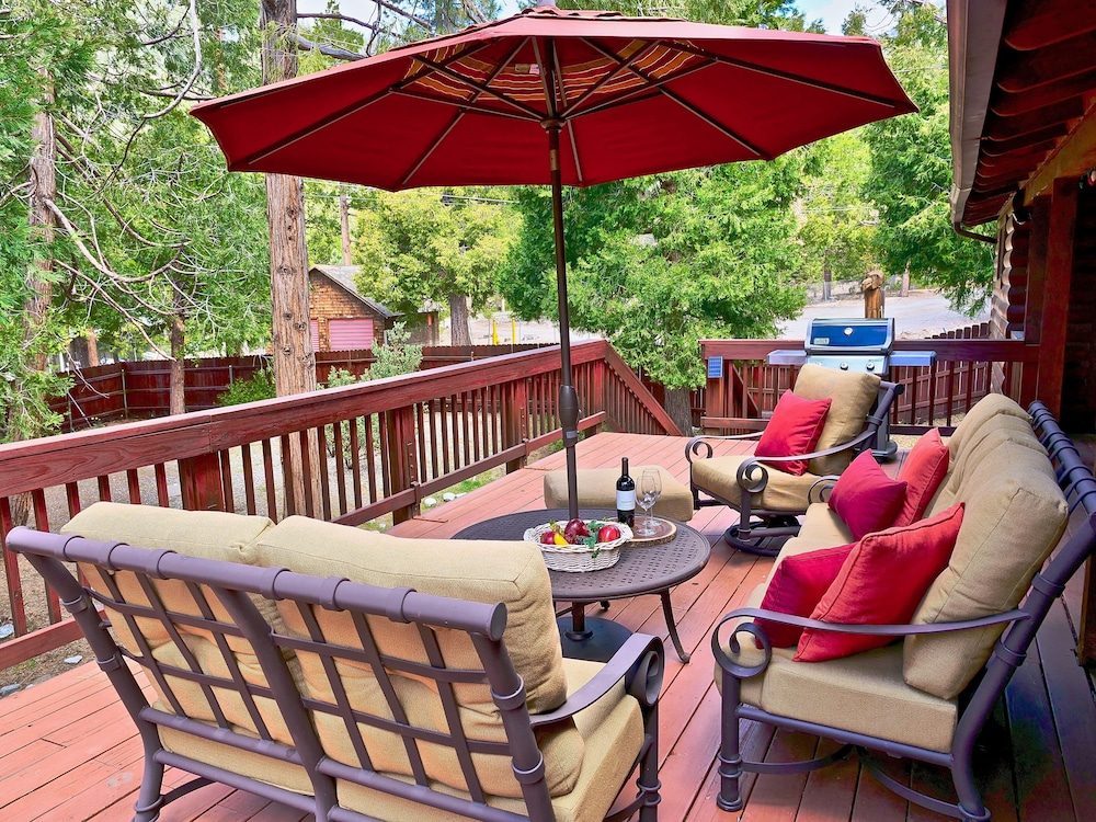 Balcony, New!!the Lodge: Family/pet Friendly, Fenced Yard, Walk to Town, Nearby Creek
