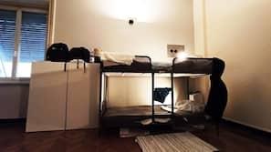 Skrivbord, strykjärn/strykbräda, gratis wi-fi och sängkläder