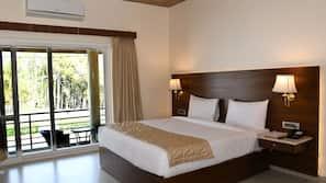 Minibar, blackout drapes, free WiFi, bed sheets