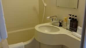 浴缸連淋浴設備、免費浴室用品、風筒、拖鞋