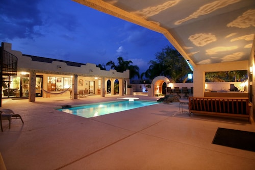 Desert Hills Paradise 5 BR by Casago