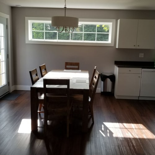 Private Kitchen, 3-bedroom entire house in Wolfville/New Minas -- Garden Court