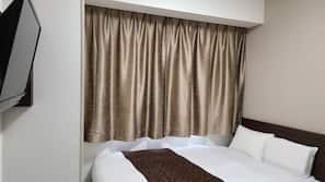1 bedroom, down comforters, desk, blackout drapes
