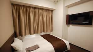 1 bedroom, down comforters, desk, blackout drapes