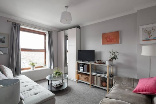 Homely 1 Bedroom East London Flat