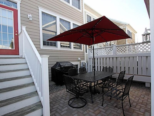 7 Village Green Drive - 5 Br Townhouse