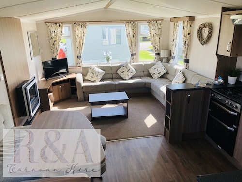 3 Bed, 8 Berth Delux Caravan - Golden Sands